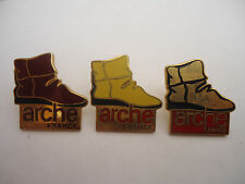 Pin's pin x 3 ARCHE FRANCE CHAUSSURES (ref CL16)