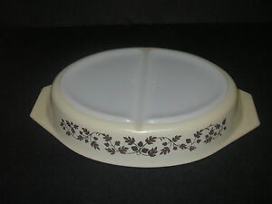 Pyrex Glass GOLD ACORN 1½  QT Divided Cinderella Oval Casserole Cream w vine