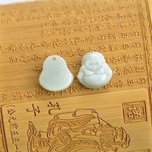 Joli Pendentif mini Bouddha Rieur en Jade Vert Clair Demi-translucide