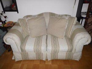 Amerikanisches-Zweisitzer-Sofa