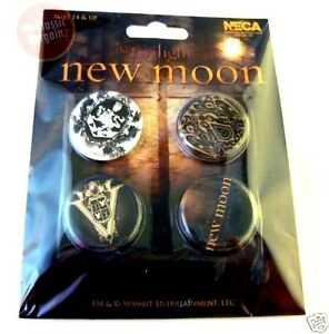 NEW-MOON-CRESTS-PIN-BADGE-SET-CULLEN-NM15-TWILIGHT-SAGA-VAMPIRE-VOLTURI-JACOB