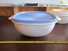 Tupperware 2510 white servalier bowl butterfly handle blue lid 13 cups 3 Liters