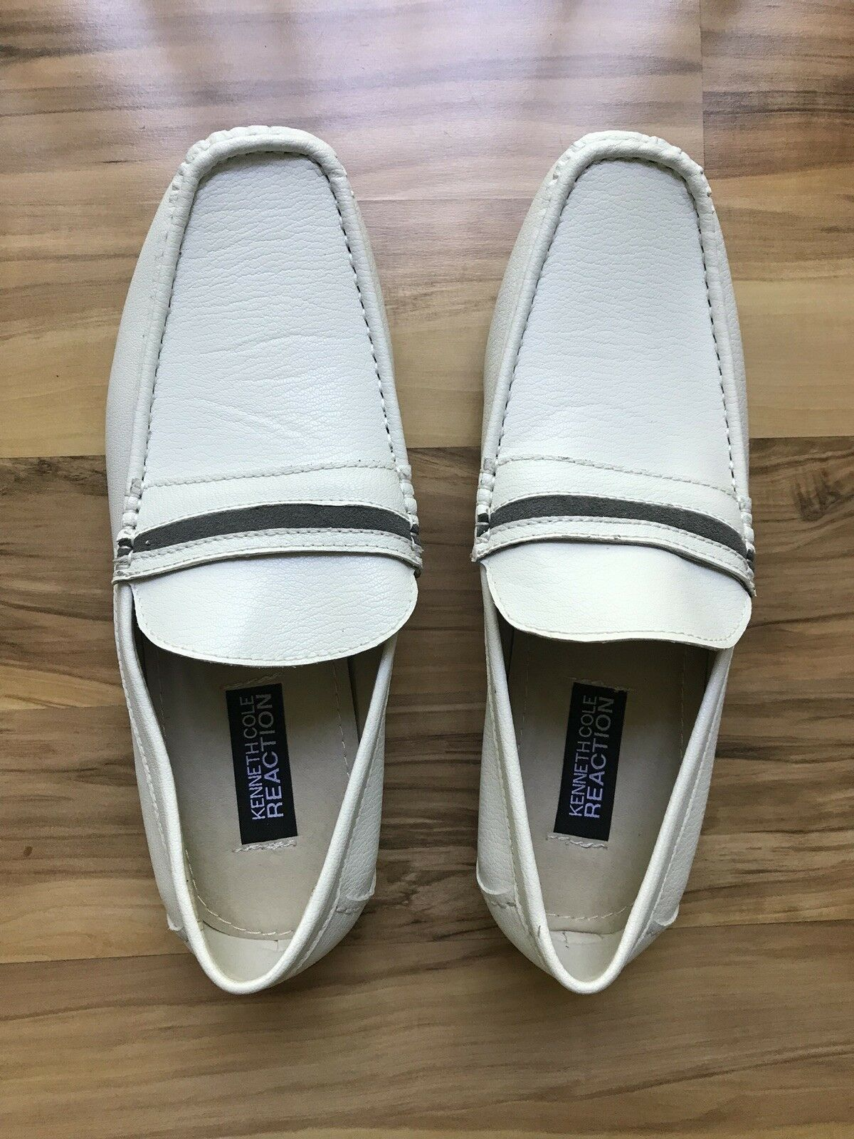NWOB Kenneth Cole Mens White Casual Moccasins Driving shoes Slip On 8M