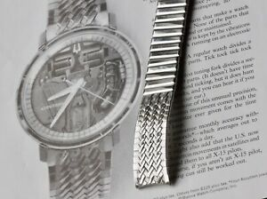 Original-herringbone-steel-center-expansion-band-to-Accutron-Spaceview-214-watch