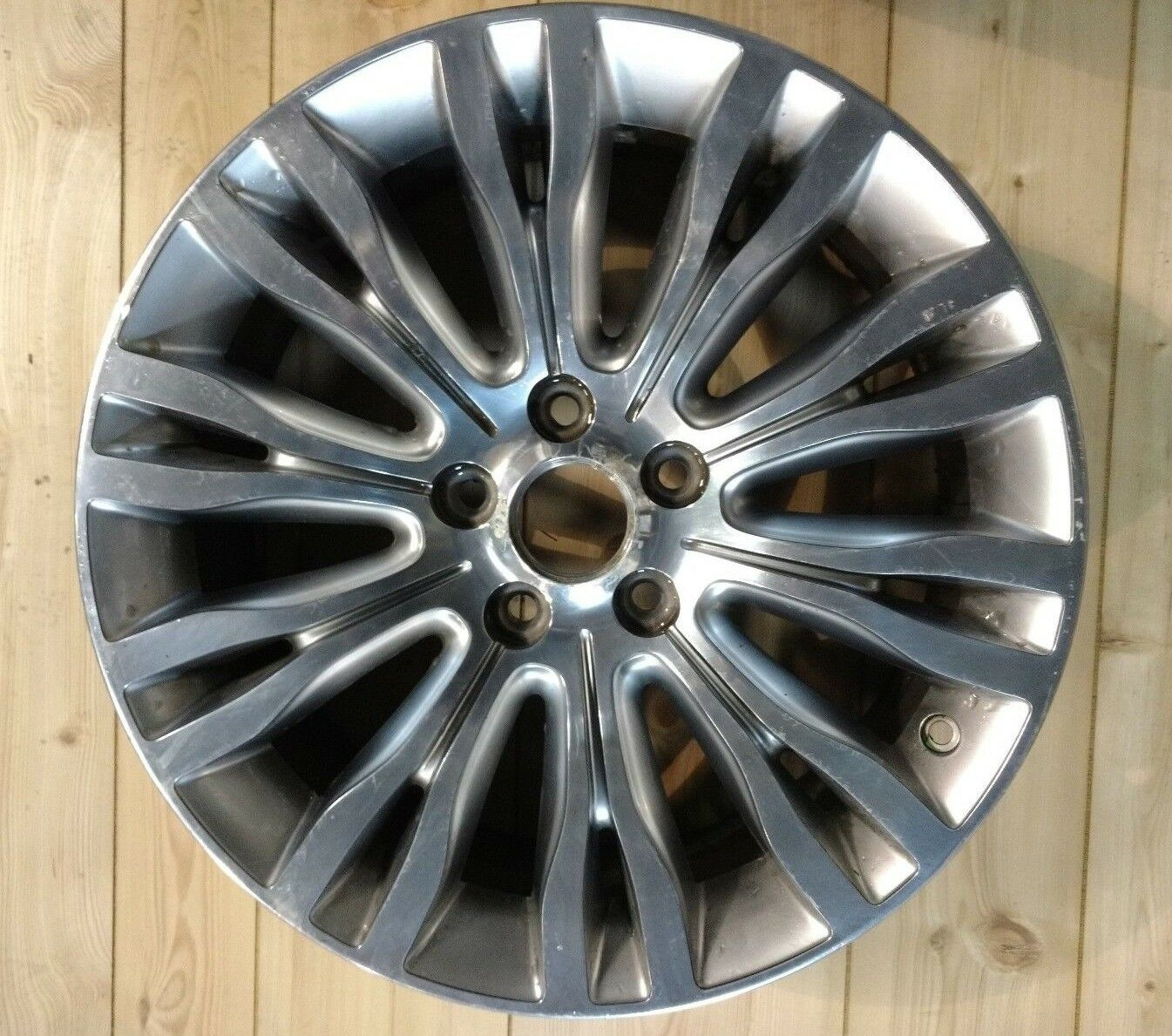 (1) - USED 18  CHRYSLER WHEEL  560-02433  selling well all over the world