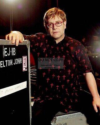 ELTON JOHN LEGENDARY SINGER SONGWRITER MUSICIAN BB-493 8X10 PUBLICITY PHOTO