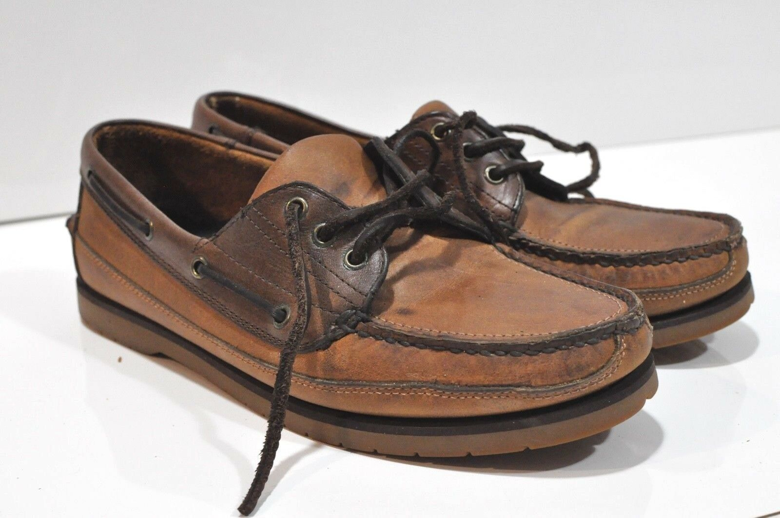 Brook Hollow Mens brown leather boat shoes size 9.5 with Goodyear Aquatred