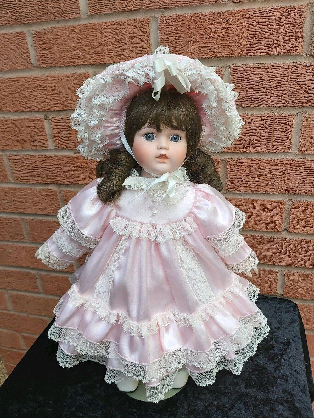 Bambola di porcellana con carillon no.8573A, probabilmente Armand Marselle Germania