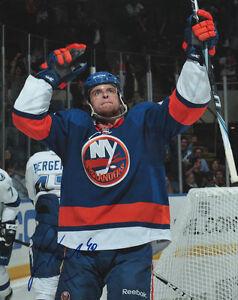 Michael-Grabner-New-York-Islanders-SIGNED-8x10-Photo-COA