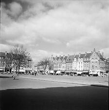 CAMBRAI c. 1950 - Commerces Place Hôtel de Ville Nord - Négatif 6 x 6 - N6 ND5