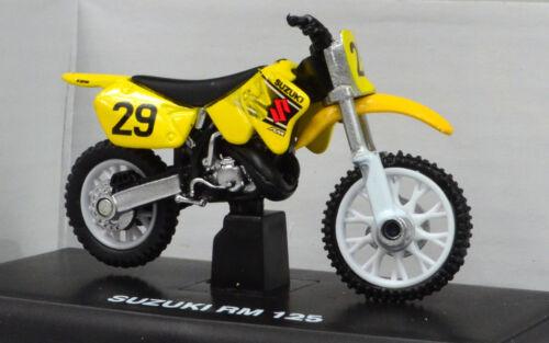 SUZUKI RM 125 giallo scala 1:32 DA NEWRAY