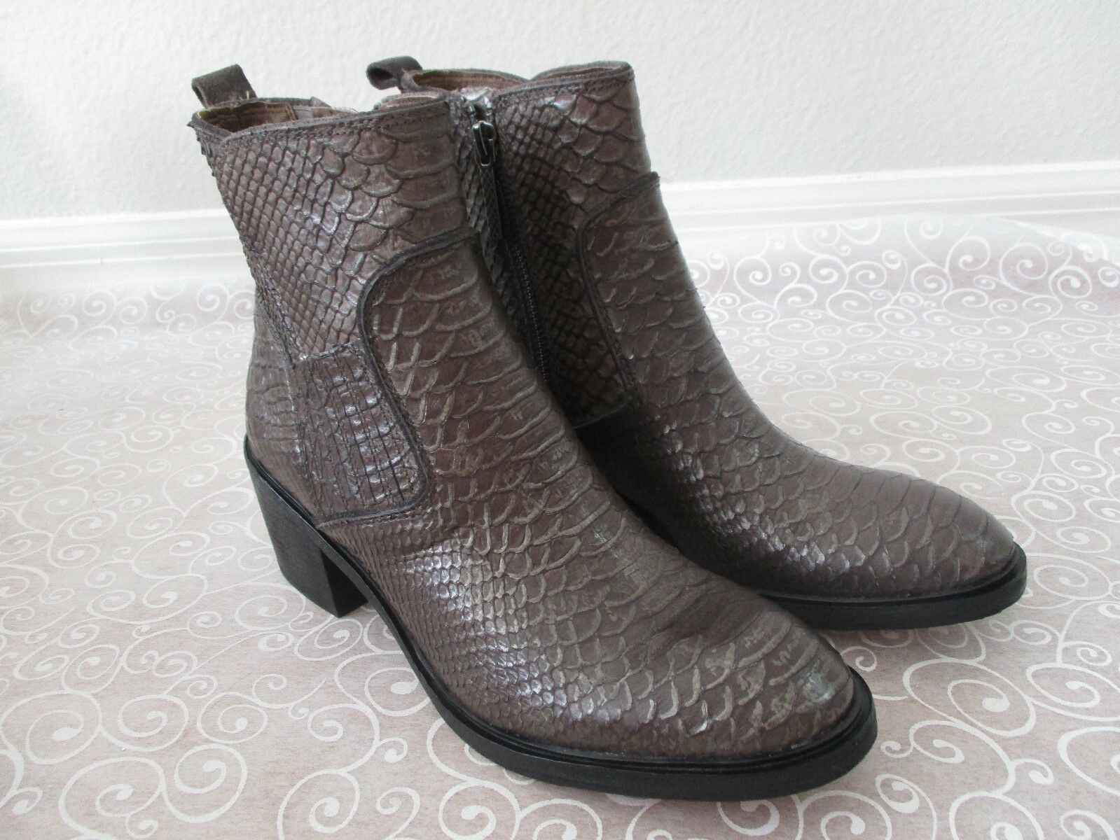 328 DONALD J PLINNER BRONZE SNAKE PRINT LEATHER LEATHER PRINT ANKLE Stiefel SIZE 7 1/2 M -  NEW 6953fb