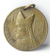 Médaille pendentif Saint Rémi de Reims , France c1920 A J Corbierre 22mm Medal