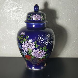 Beautiful-Cobalt-Blue-Floral-Wagon-Porcelain-Gold-Trim-Urn-Vase-Jar-With-Lid