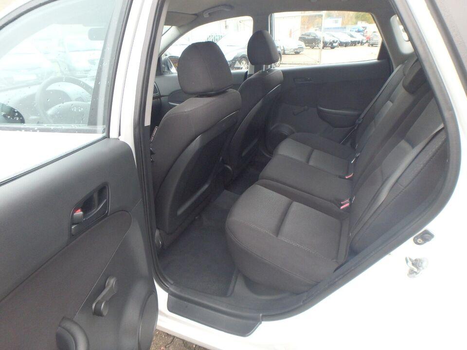 Hyundai i30 1,6 CRDi 90 Comfort Diesel modelår 2008 km