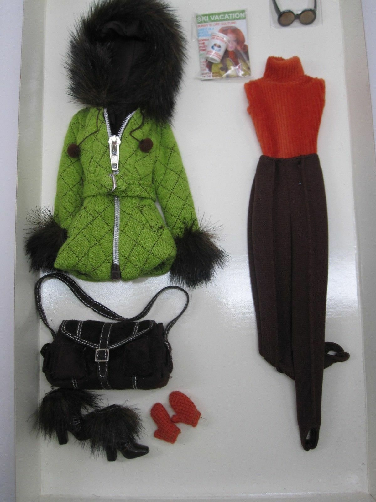 2004 Skiing Vacation Barbie Fashion Fashion Fashion BFMC  Gold Label   Silkstone  G5271 b33a9b