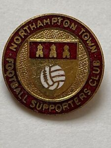 NORTHAMPTON TOWN FOOTBALL SUPPORTERS CLUB VINTAGE ENAMEL BADGE 1960/70s
