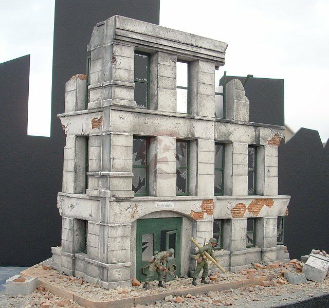 Dioramas Plus 1 35  Government Ruins  Ruined 3-Story German Building Section DP2