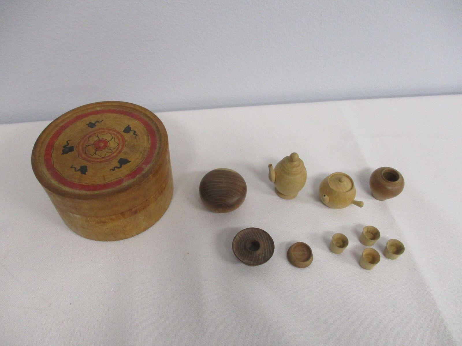 Antigua Mano 1920 Madera Torneada juego de té en miniatura en caja de cubierta