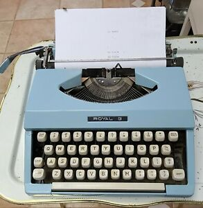 VTG Royal Jet Portable Typewriter Powder Blue Turquoise with Cover Clean WORKS!