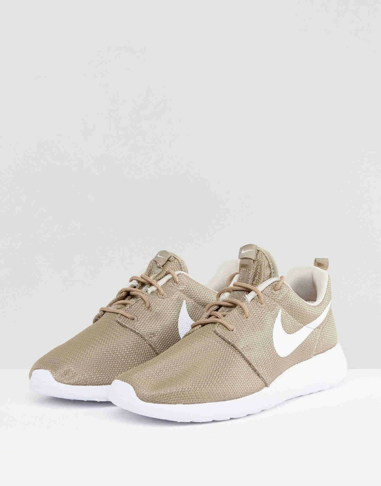 Wild casual shoes NIKE ROSHE ONE