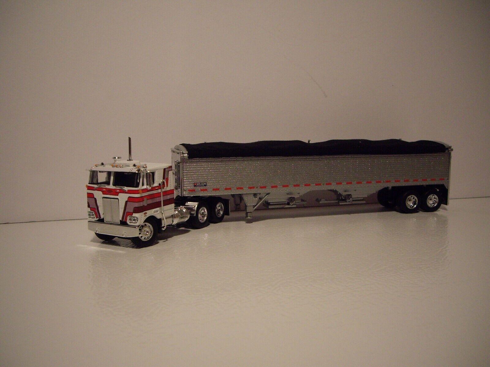 DCP First Gear 1 64 Blanc & Rouge Pete 352 avec traverse et Wilson High Sided Grain
