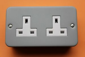 Wilts-WPS02MC-Grey-Metalclad-Unswitched-13A-2G-double-socket-White-Ins-backbox