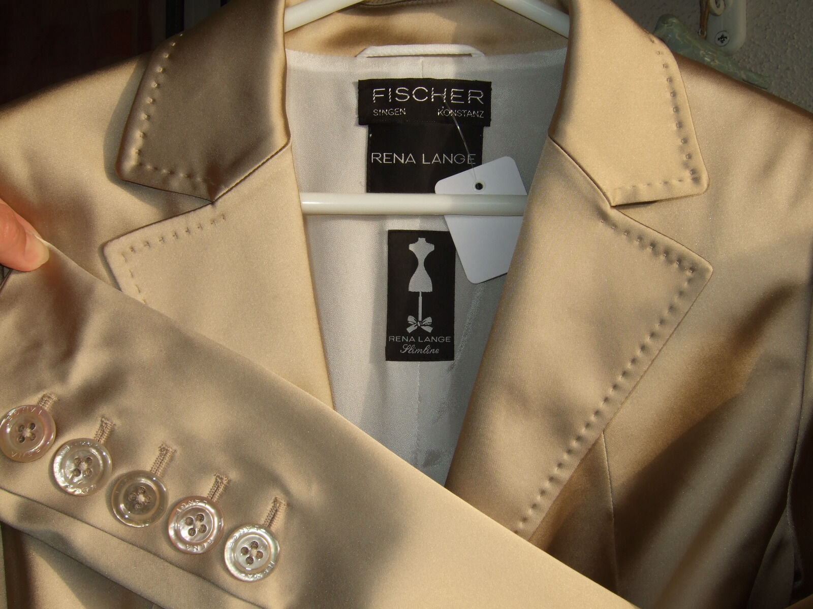RENA LANGE LANGE LANGE traumhaftes champagnerfarbenes Designer Kostüm Größe 40, UNGETRAGEN   Angemessener Preis    Guter Markt    Outlet Online Store    Haltbarkeit    Fairer Preis  884287