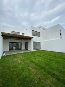 Residencia en Lomas de Juriquilla,  Jardín, 3 Recamaras, SalaTV, 3.5 Baños, Lujo