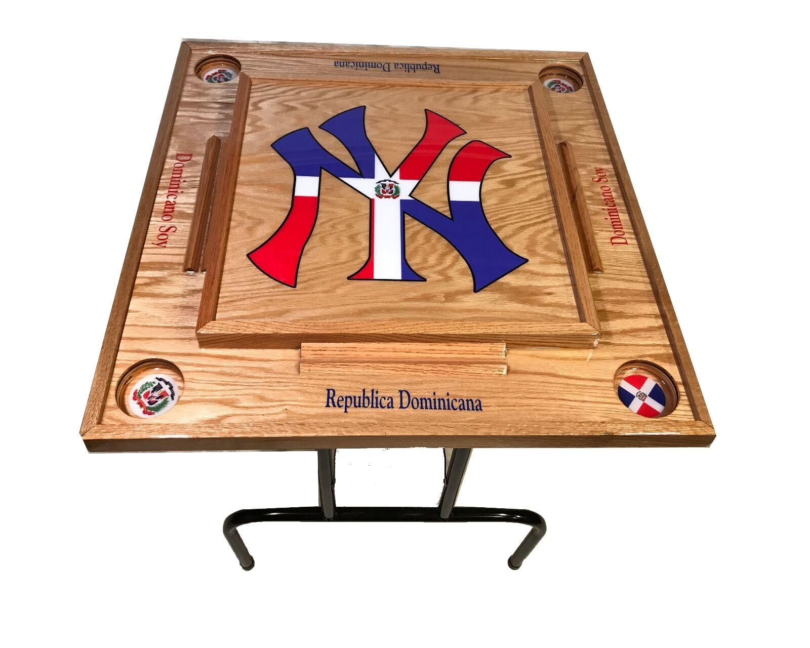Mesa De Domino de República Dominicana con el logotipo de NY