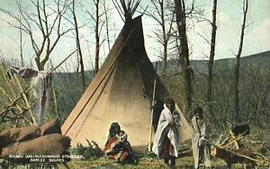 1911-VINTAGE-SARCEE-SQUAWS-in-front-of-TEPEE-POSTCARD-EXCELLENT-USED