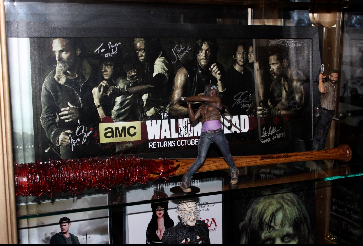 Negan Lucille Bat Prop Replica Blood Drenched The Walking Walking Walking DeadLucille Inscribed 0d77ce
