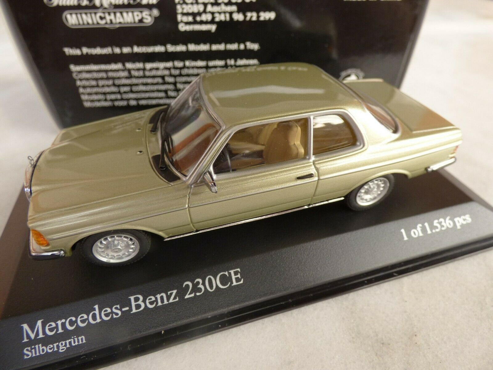 Mercedes Benz 230 CE W123- Silbergrün,Minichamps -1 43,1 of 1.536-4012138051812