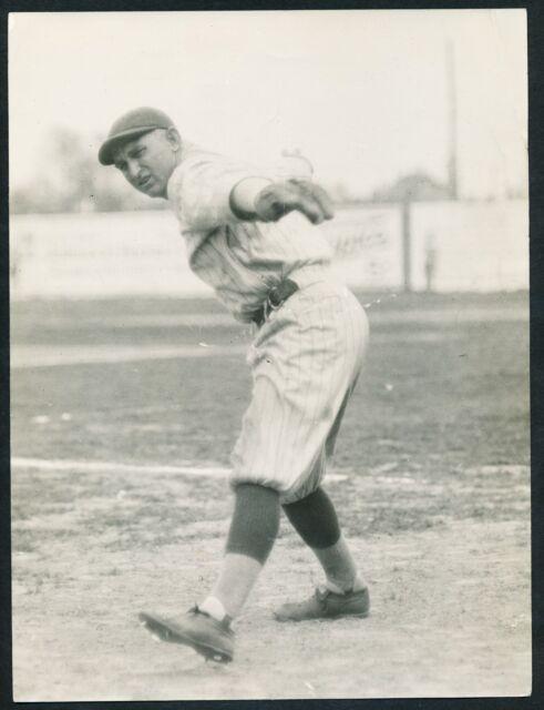 1920 CARL MAYS Yankees Submarine Pitching Delivery Vintage Baseball Photo