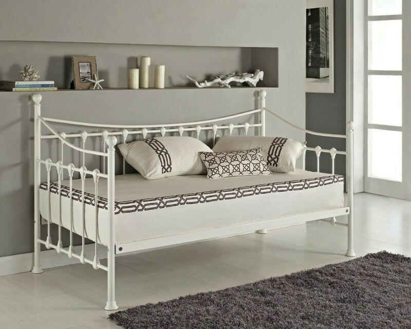 Armario Trestle Day Bed with Roll Out Trundle Set - White