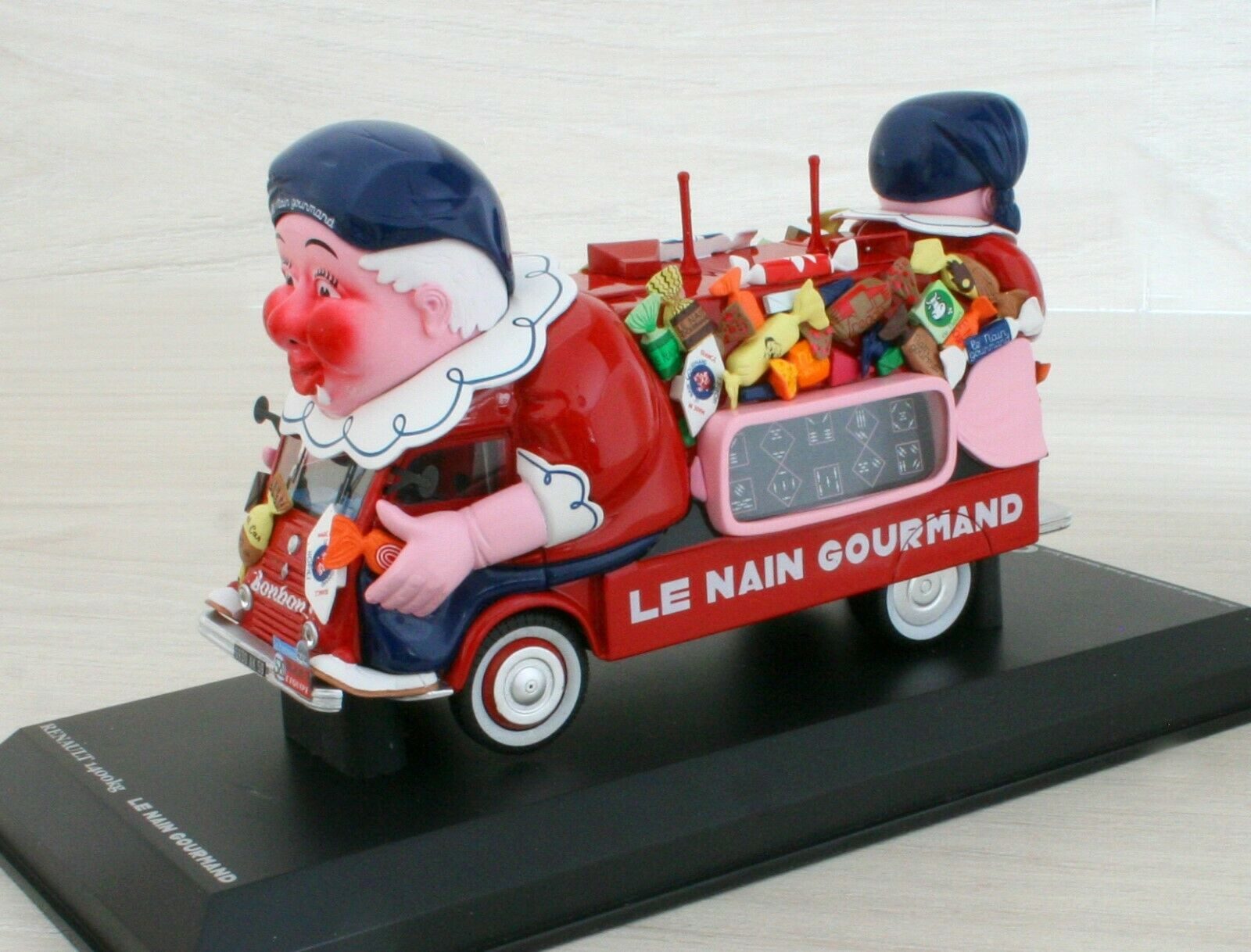 RENAULT 1400 kg 1952 - LE NAIN GOURMAND - PROVENCE MOULAGE   NOREV - 1 43