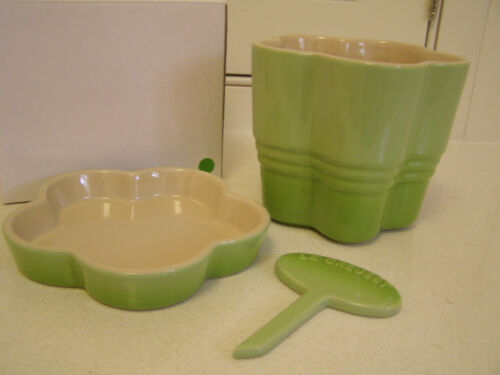 Kiwi New in box Le Creuset Stoneware Flower Herb Planter with Tray /& Marker