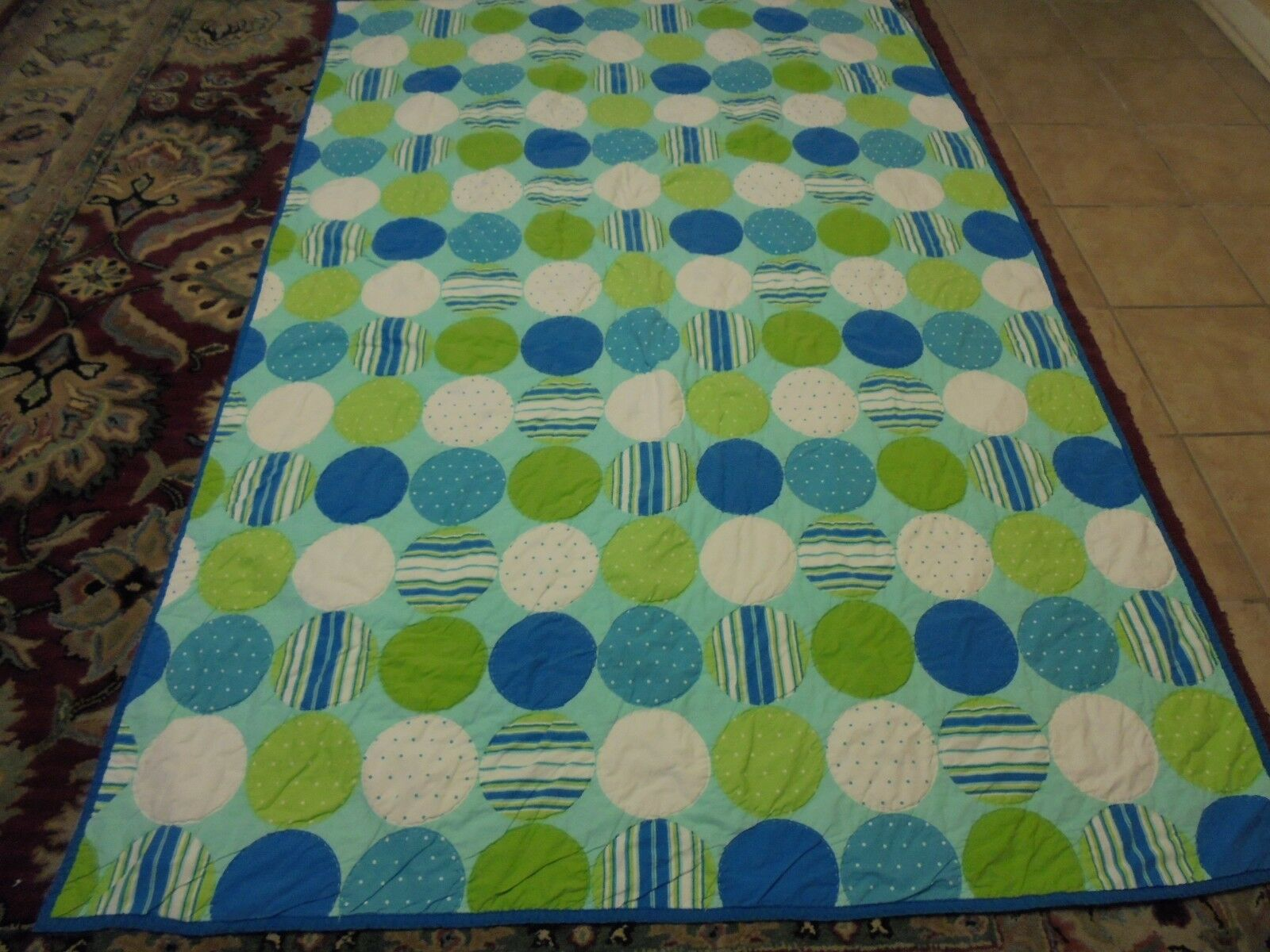 Nice bluee, Green & White Printed Ball Quilt