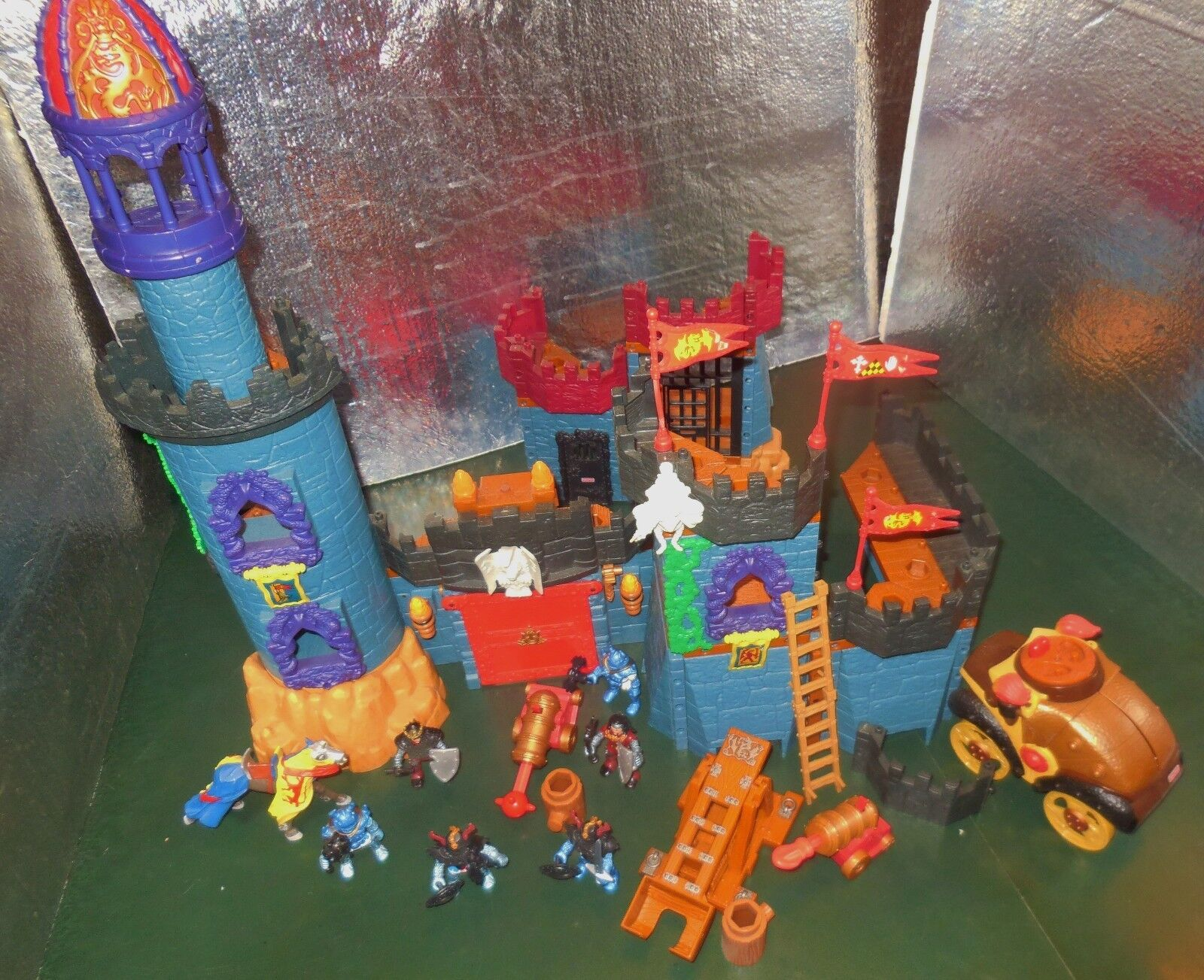 HTF RET FISHER PRICE IMAGINEXT BATTLE MEDIEVAL CASTLE ENEMY DUNGEON PLAYSET LOT