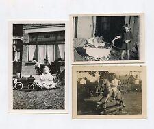 3 photographies (petites tailles). Jouets anciens . Cheval de bois, poupée......