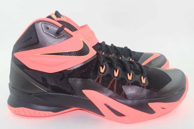 LEBRON SOLDIER VIII 8 MEN SIZE 10.5 PUNCH PEACH NEW SUPER RARE AUTHENTIC