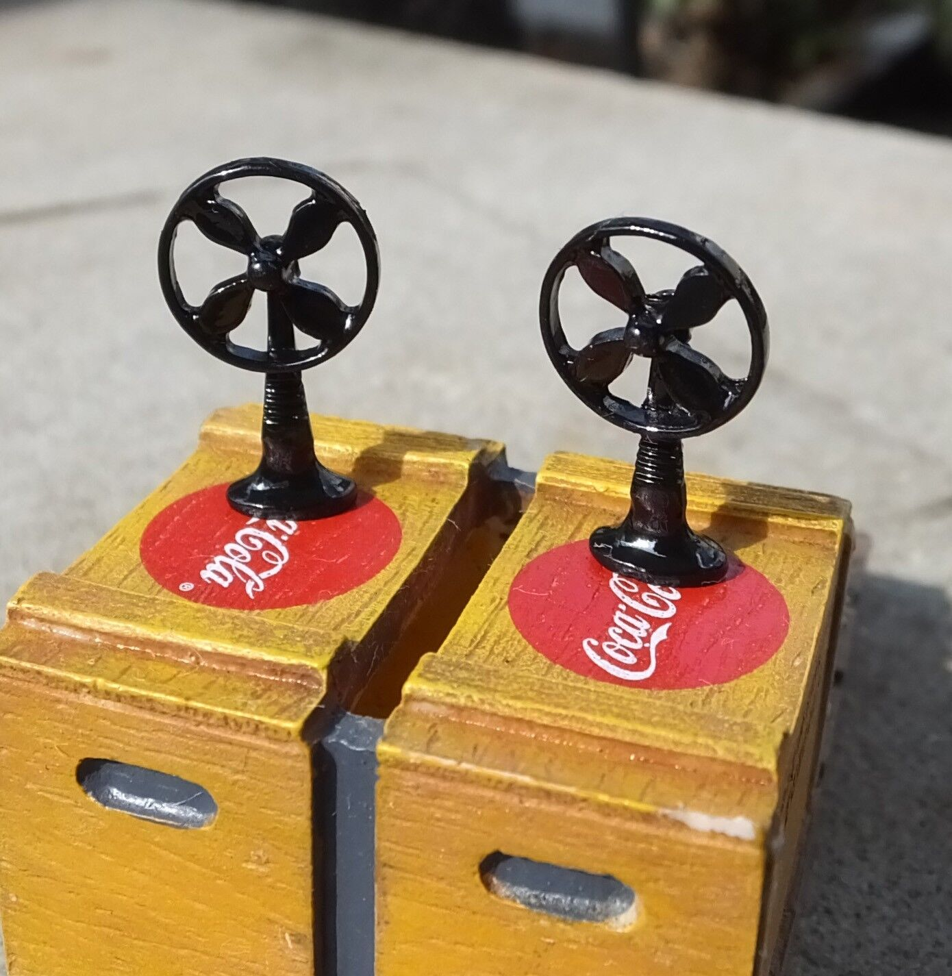 Pair Of Oscillating Fans Sty B (2 Pc Set) Miniatures 1 24 Scale G Diorama Items