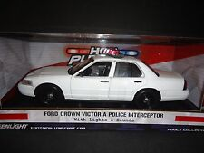 Greenlight Ford Crown Victoria Police Interceptor White 1/18 Light and Sound