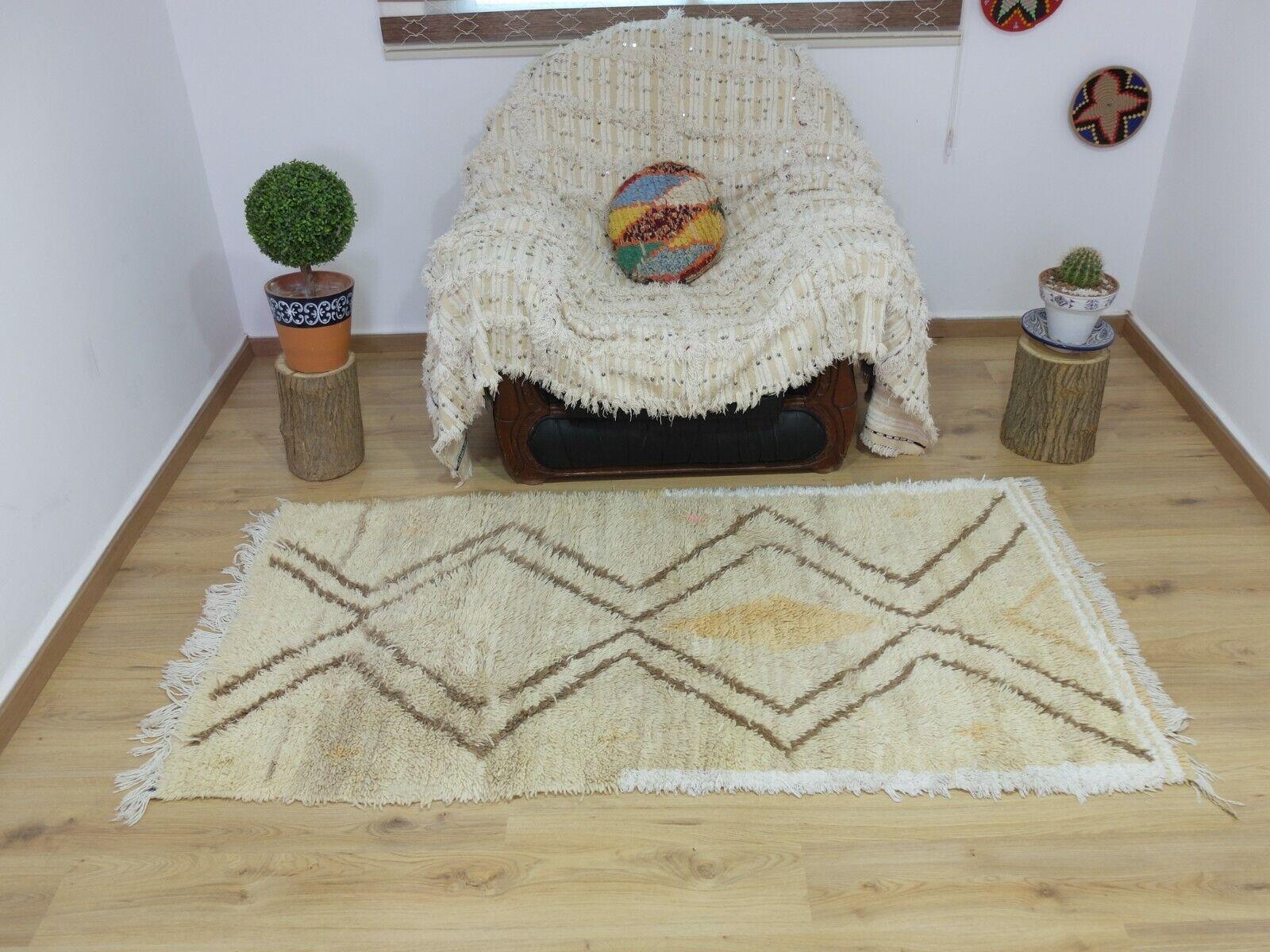 Vintage,Authentic Woolen Beniourain rug Berber  Moroccan Rug  6'8''   3'5''