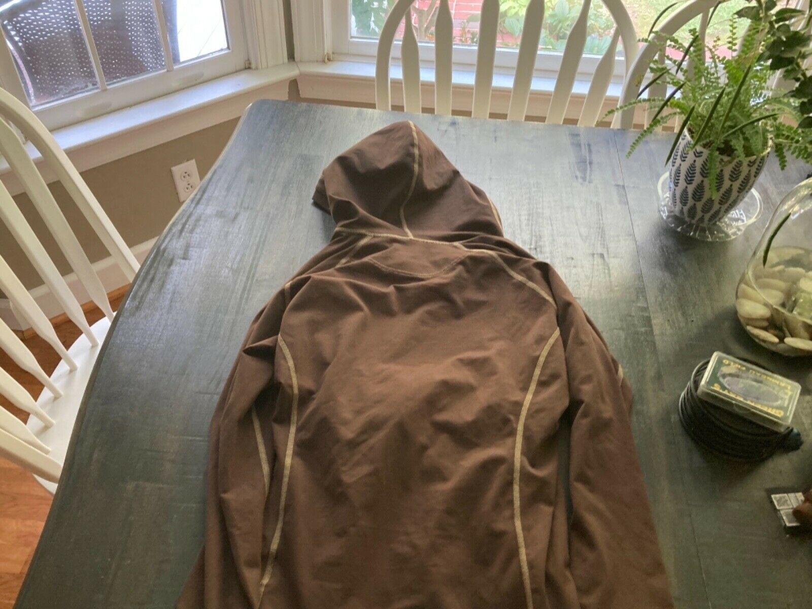 Mountain Hardware Women's medium Brown Stretch Fitted Pullover Hoodie