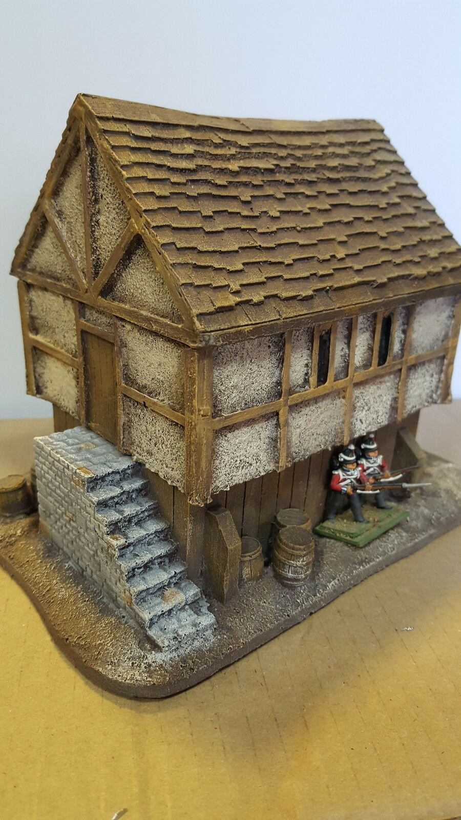 28MM PMC GAMES ME72 (PAINTED) HOUSE ON RAISED BASE.