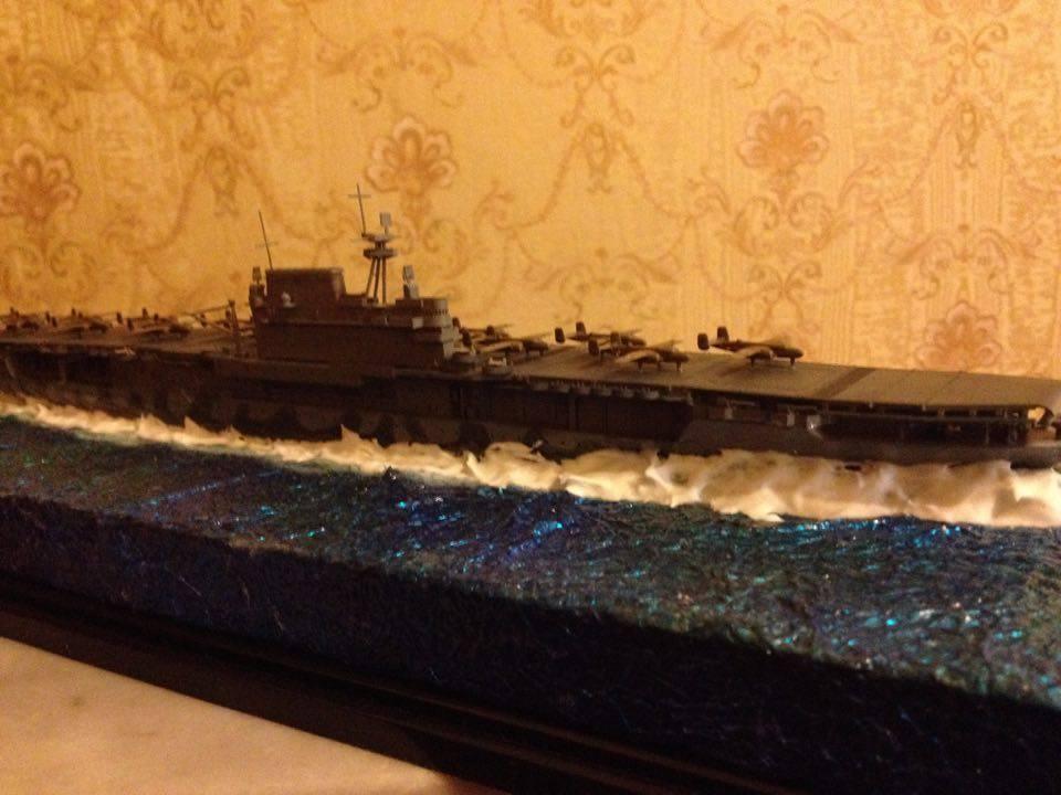US Navy CV-8 Hornet carrier class model  1 700 with diorama