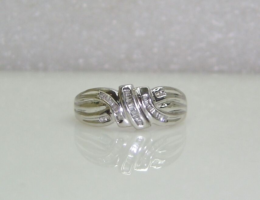FLOWING RING WITH BAGUETTE DIAMONDS SET IN 10K WHITE gold SIZE 9.25 RG30-O