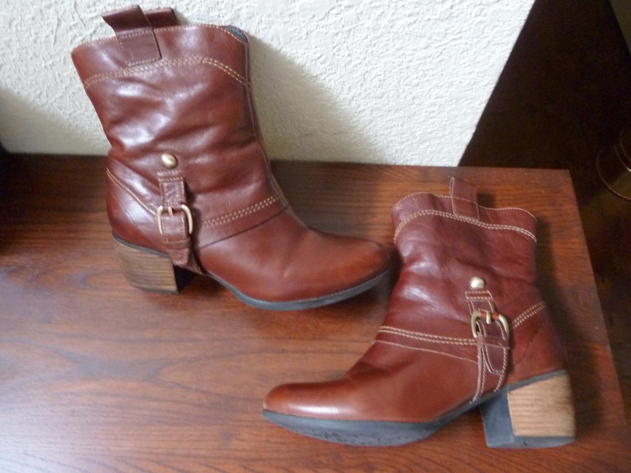 CLARKS Artisan Damenschuhe 7M Braun Leder Straps Buckles Studs Fashion Ankle Stiefel