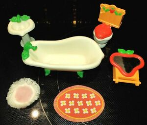 Vintage-Kenner-80s-Strawberry-Shortcake-Doll-Berry-Happy-Home-Bathroom-Furniture